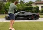 Jogador de golfe põe Ferrari em risco ao mirar bola em janela; assista - Reprodução/Instagram