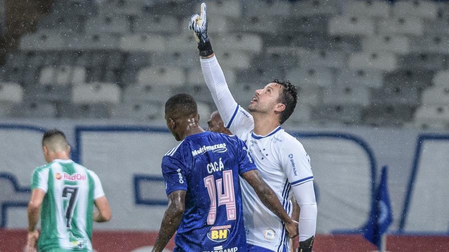 Fábio comemora pênalti defendido na partida contra o Juventude, pela Série B - Gustavo Aleixo/Cruzeiro