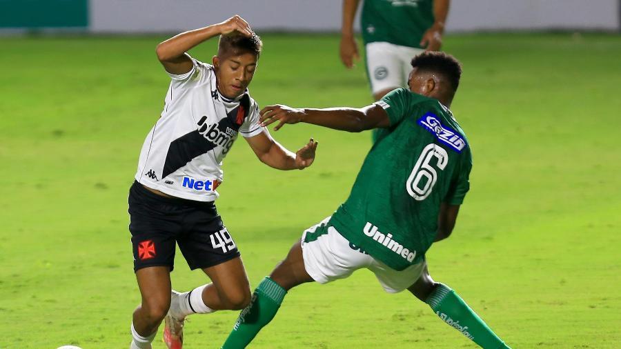 Lance do duelo entre Goiás e Vasco - Carlos Costa/Estadão Conteúdo