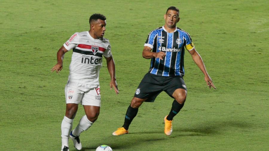 Luan e Diego Souza, durante a partida entre São Paulo e Grêmio - Marcello Zambrana/AGIF