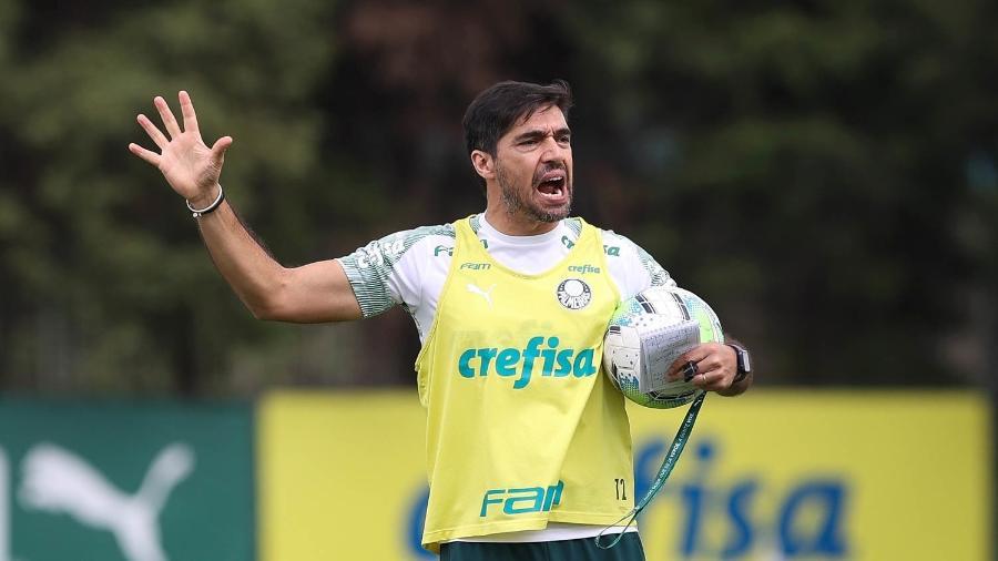 Abel Ferreira, durante treino do Palmeiras, na Academia de Futebol - Cesar Greco