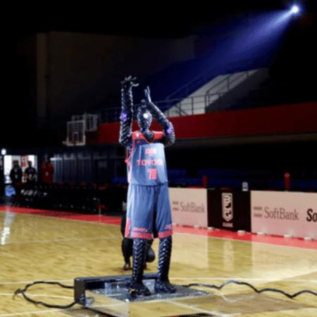 Robô jogador de Basquete é atração no intervalo do jogo entre França e EUA - Olympics.com