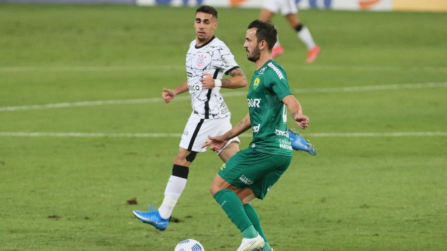 Gabriel, do Corinthians, é o jogador que mais desarma no Brasileirão 2021  - Gil Gomes/AGIF