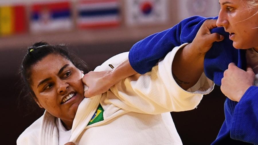 Brasileira Maria Suelen Altheman, de branco, em ação contra Anamari Velensek nas Olimpíadas de Tóquio - Annegret Hilse/Reuters