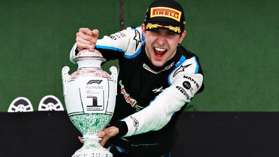 Esteban Ocon comemora vitória no GP da Hungria após uma corrida maluca - Mark Thompson/Getty Images