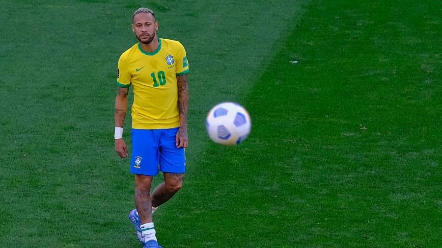Neymar durante jogo suspenso das Eliminatórias contra a Argentina; próximo desafio é hoje (9), contra o Peru - Marcello Zambrana/AGIF