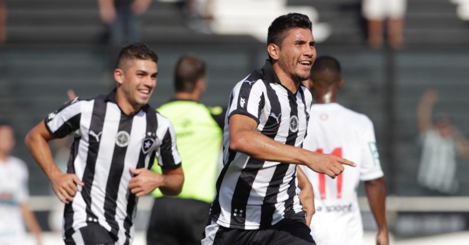 Núñes, do Botafogo, comemora o primeiro gol da equipe, durante partida contra o Bangu, válida pela 1ª rodada do Campeonato Carioca