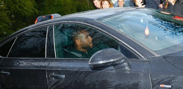Zagueiro do Leicester, Wes Morgam chega à casa de Jamie Vardy para acompanhar a partida entre Chelsea e Tottenham