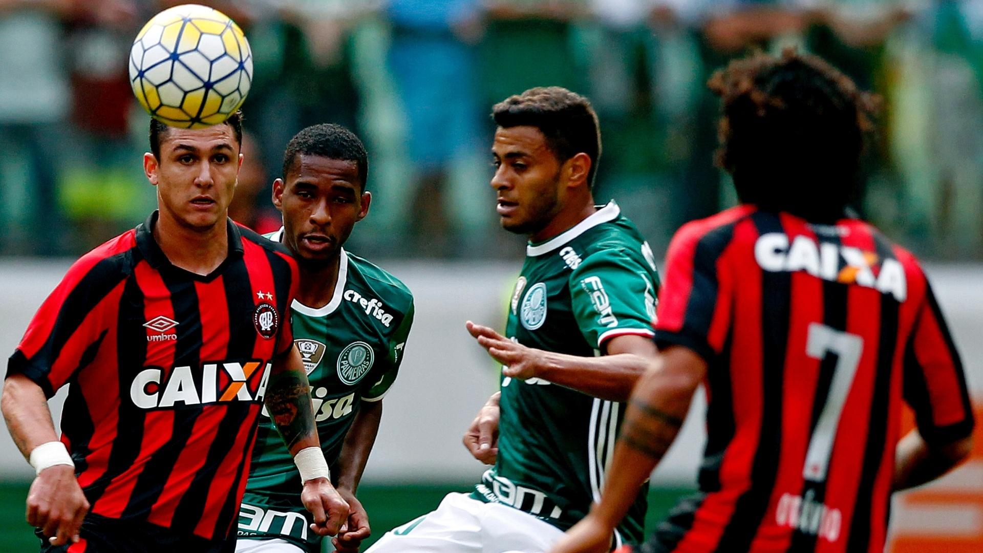 Cleiton Xavier teve bom desempenho diante do Atlético-PR pelo Campeonato Brasileiro