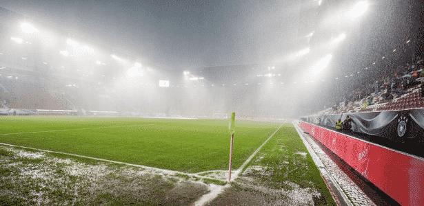 Chuva de granizo em Alemanha x Eslováquia - Reprodução/Twitter - Reprodução/Twitter