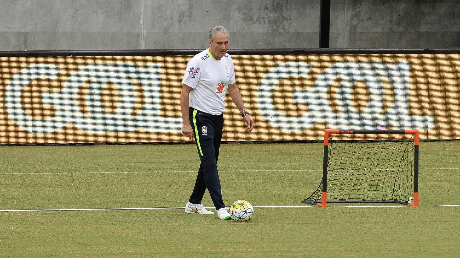 Tite comanda treino da seleção brasileira em Manaus