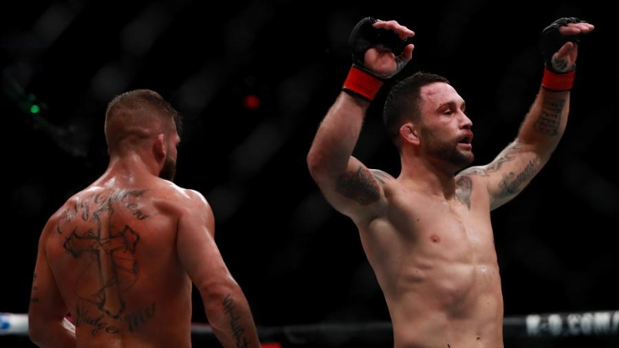 Frankie Edgar comemora triunfo sobre Jeremy Stephens no UFC 205 - Michael Reaves/Getty Images /AFP