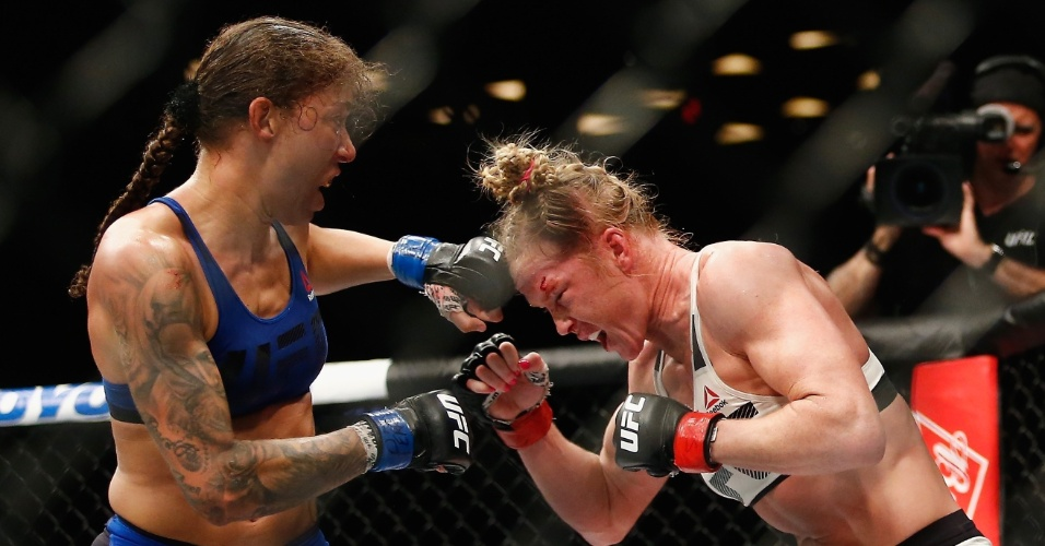 Holandesa Randemie bate forte em Holly Holm
