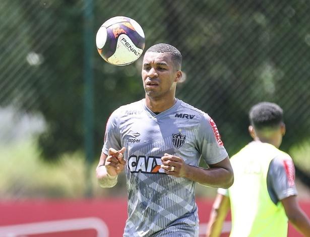 Erazo já treina com bola está perto de voltar a jogar pelo Atlético-MG
