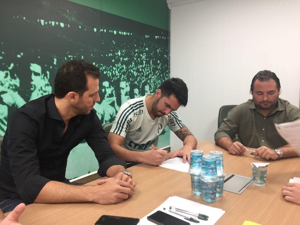 Luan assina contrato Palmeiras Vasco zagueiro