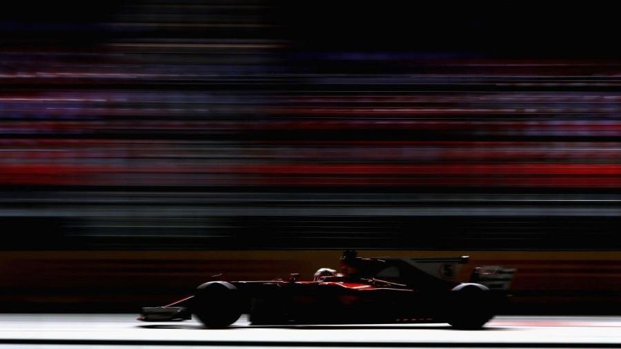 Sebastian Vettel, da Ferrari, no circuito de Marina Bay em Cingapura - Mark Thompson/Getty Images