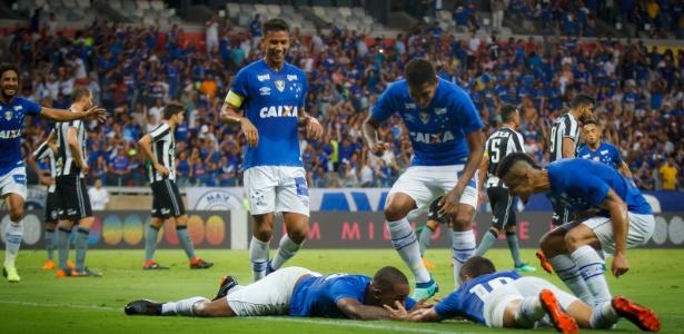 Dedé comemora gol do Cruzeiro; time leva poucos gols, mas sofre para marcar - Vinnicius Silva/Cruzeiro E.C.