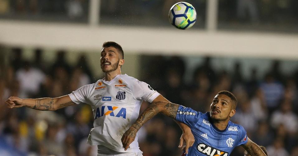 Gustavo Henrique e Guerrero em lance do jogo entre Santos e Flamengo