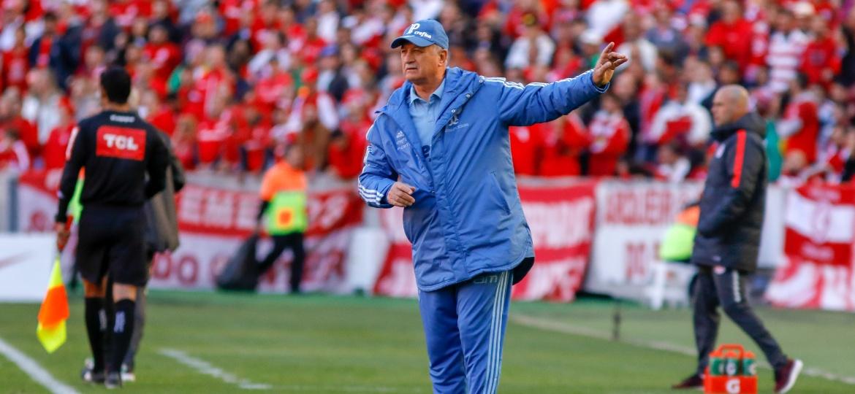 Felipão, técnico do Palmeiras, durante partida contra o Internacional - Jeferson Guareze/AGIF