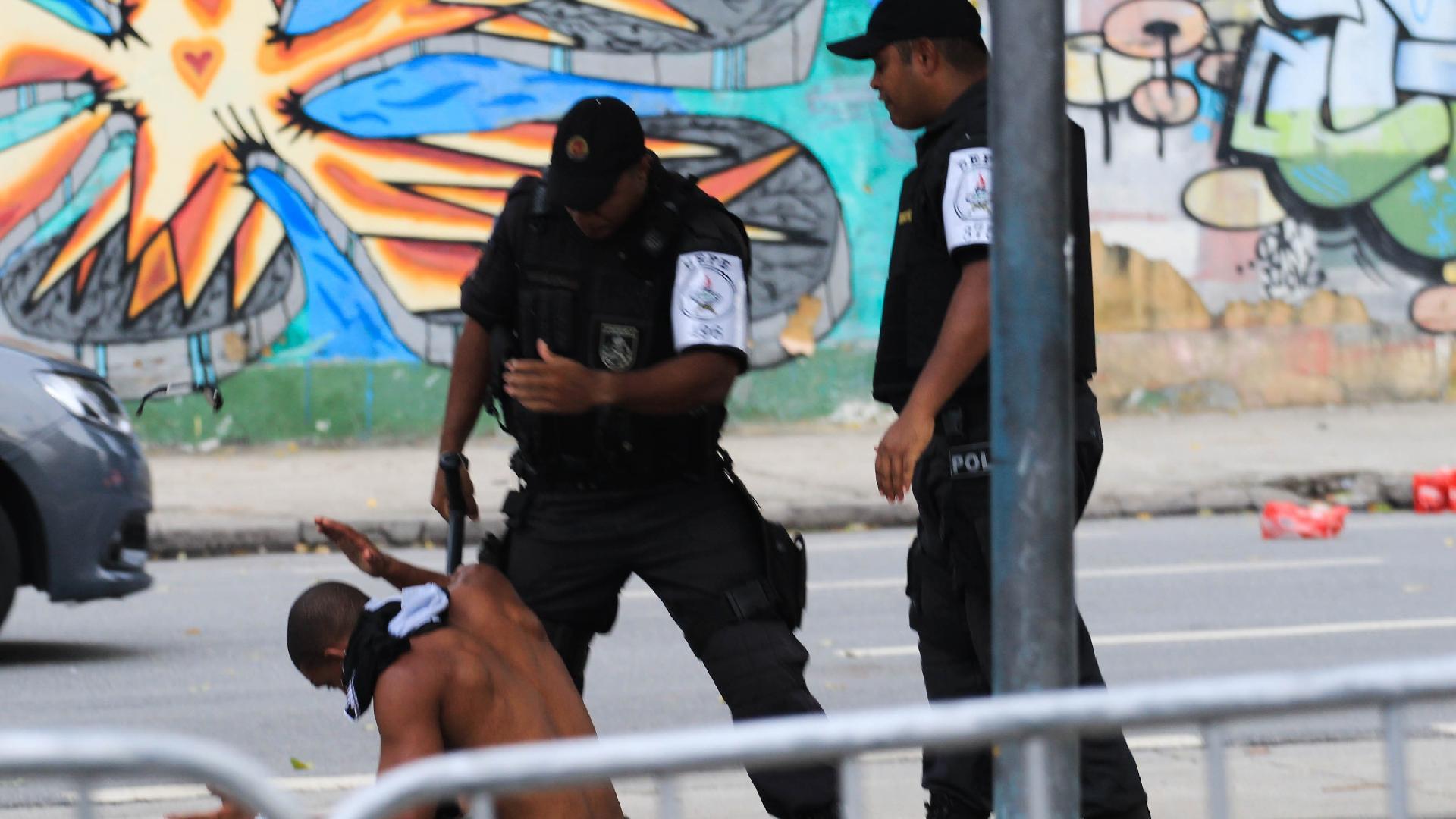 Torcedor fica ferido após confusão nos arredores do Maracanã