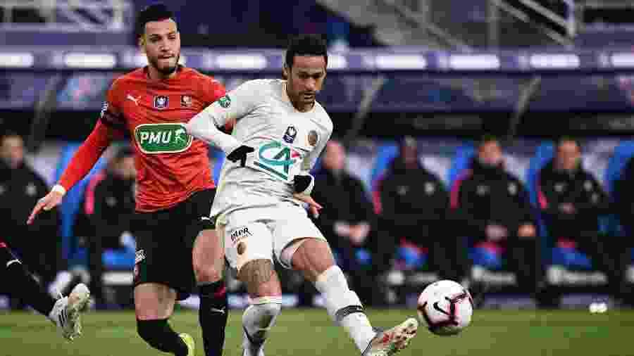 Neymar em lance na partida do Rennes contra o PSG pela Copa da França - Martin BUREAU / AFP
