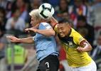 Daronco revê lance no VAR e expulsa jogador do Equador por soco em Lodeiro - REUTERS/Edgard Garrido