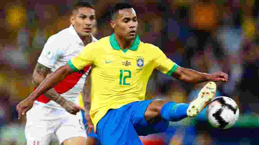 Alex Sandro, hoje na seleção brasileira, é o 3º no ranking dos laterais esquerdos mais valiosos - Thiago Calil/AGIF