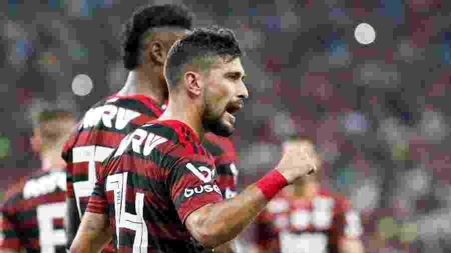Arrascaeta comemora após marcar para o Flamengo contra o Grêmio pelo Campeonato Brasileiro - Rudy Trindade/FramePhoto/Estadão Conteúdo