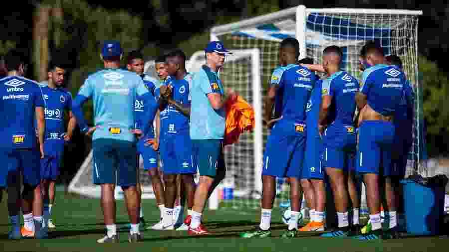 Diretoria celeste alegou que maioria do grupo não aprovava a permanência de Rogério Ceni no Cruzeiro - Bruno Haddad/Cruzeiro
