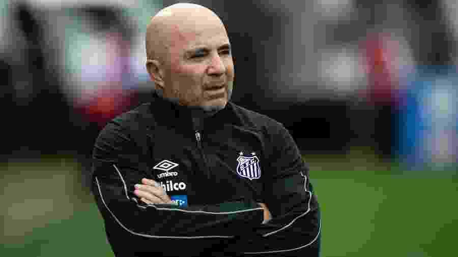 Jorge Sampaoli, técnico do Santos, recebe pouco mais de R$ 1,6 milhão, somando toda a sua comissão técnica - Daniel Vorley/AGIF