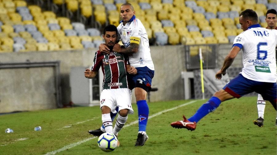 Daniel, do Fluminense, sofre marcação dos jogadores do Fortaleza - Mailson Santana/Fluminense FC