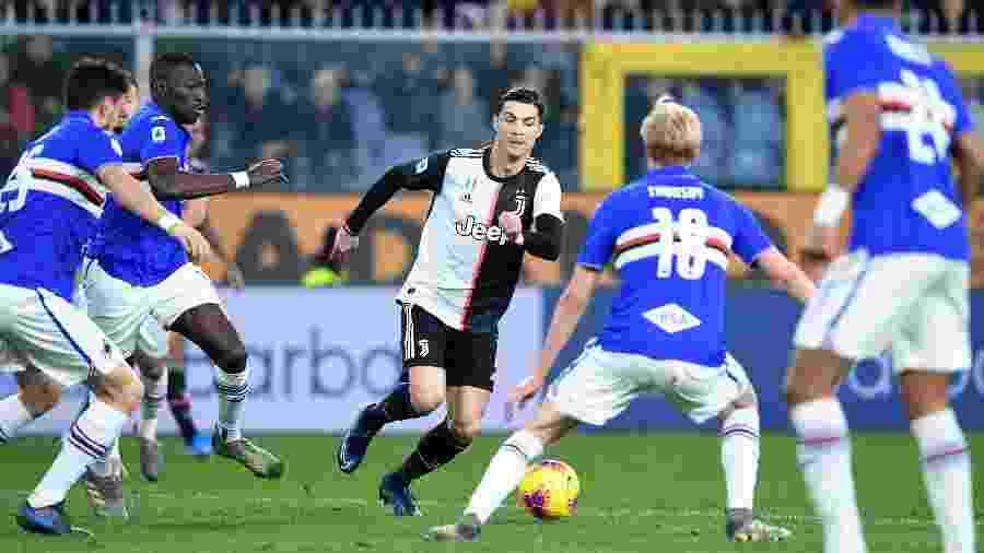 Cristiano Ronaldo em lance da Juventus contra a Sampdoria pelo Campeonato Italiano - Jennifer Lorenzini/Reuters