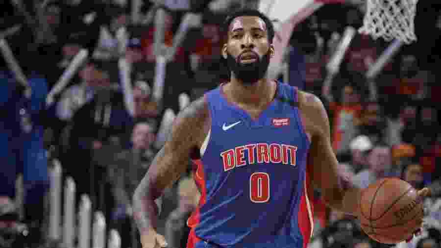 Andre Drummond defendeu o Detroit Pistons antes de atuar pelo Cleveland Cavaliers - Brian Sevald/NBAE via Getty Images