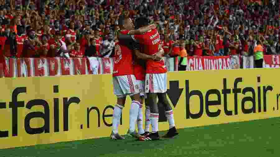 Internacional comemora o gol contra o Tolima - Maxi Franzoi/AGIF