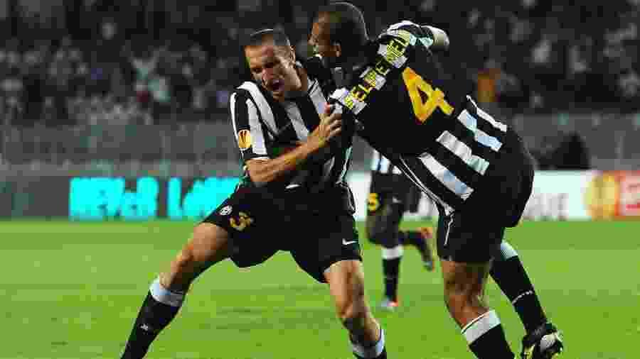 Felipe Melo e Chiellini comemoram gol da Juventus contra o Lech Poznan pela Europa League, em 2010 - Valerio Pennicino/Getty Images