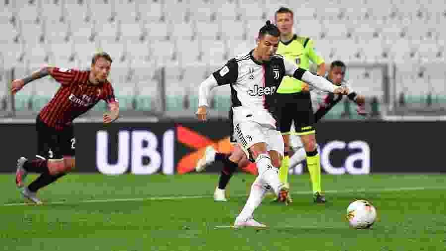 Cristiano Ronaldo perde pênalti na partida Juventus x Milan pelas semifinais da Copa da Itália - Valerio Pennicino/Getty Images
