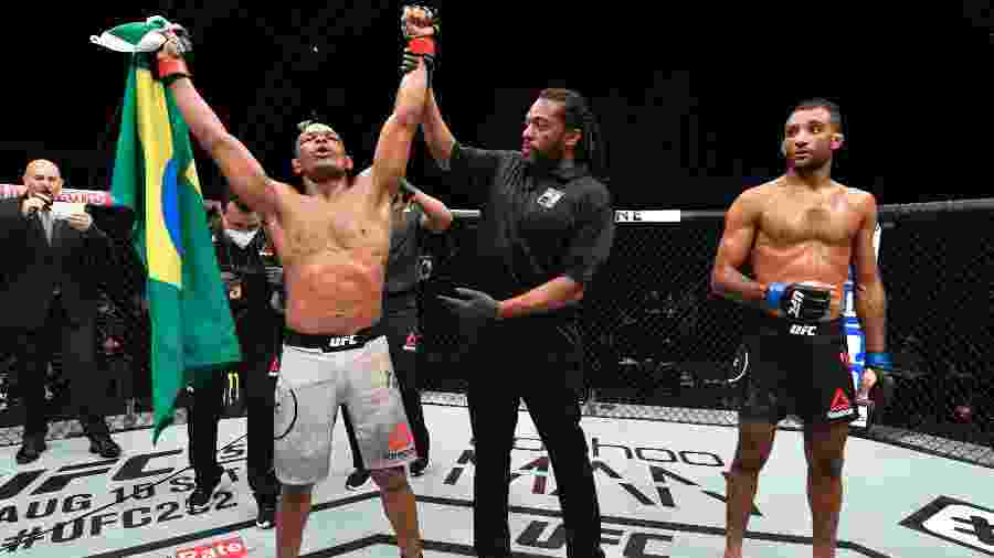 Francisco Trinaldo, o Massaranduba, comemora vitória contra o inglês Jai Herbert no UFC Ilha da Luta - Jeff Bottari/Zuffa LLC via Getty Images
