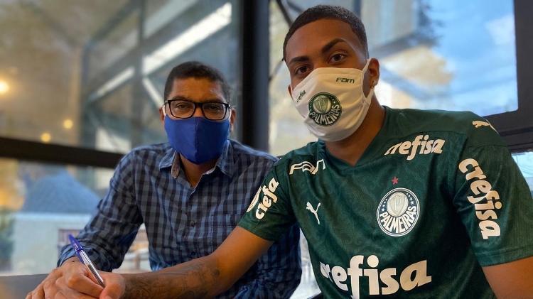 Ruan, assina contrato com multa de R$ 526 mi no Palmeiras