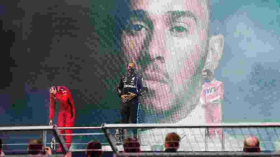 Vettel (esq) e Perez (dir)  foram os últimos a se juntarem ao time de 12 pilotos que foram ao grid em 2020 - Pool/Getty Images