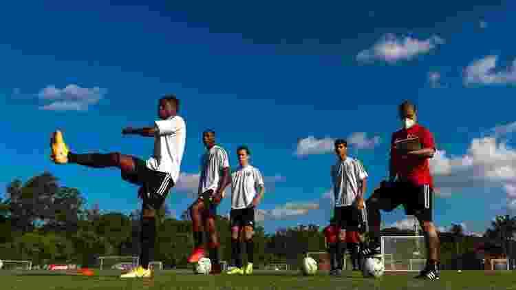Técnico Alex trabalha com a equipe sub-20 do São Paulo no CFA Laudo Natel, em Cotia - Miguel Schincariol/Saopaulofc.net - Miguel Schincariol/Saopaulofc.net