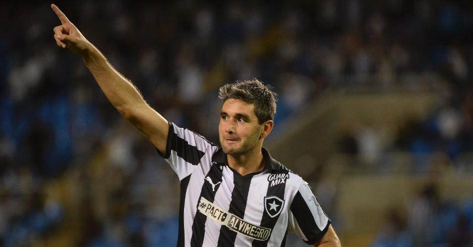 Álvaro Navarro comemora gol marcado pelo Botafogo durante a partida contra o Atlético-GO na Série B