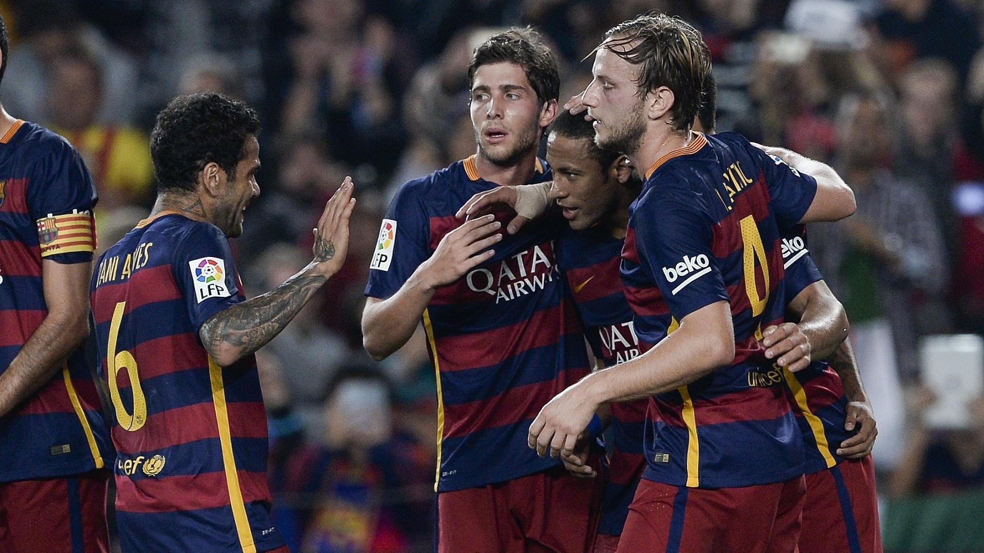 Companheiros de equipe celebraram bastante os gols marcados por Neymar