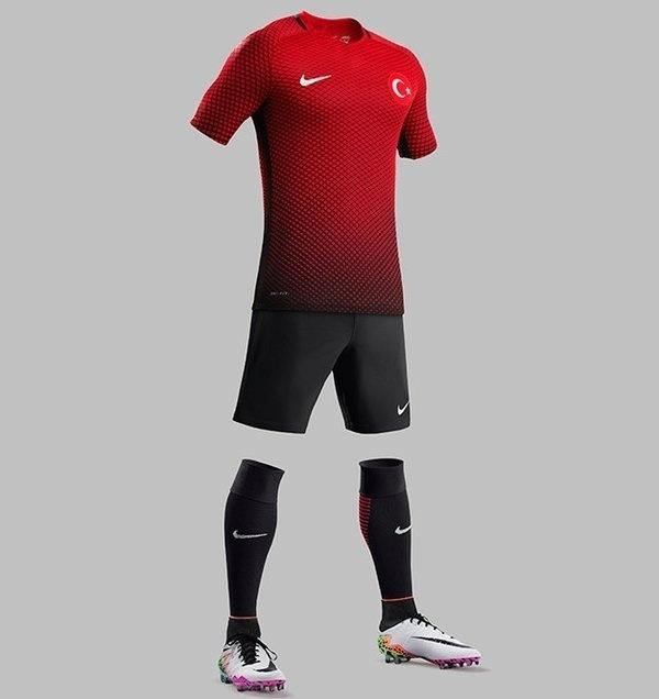 GRUPO D: Turquia (camisa titular, Nike)