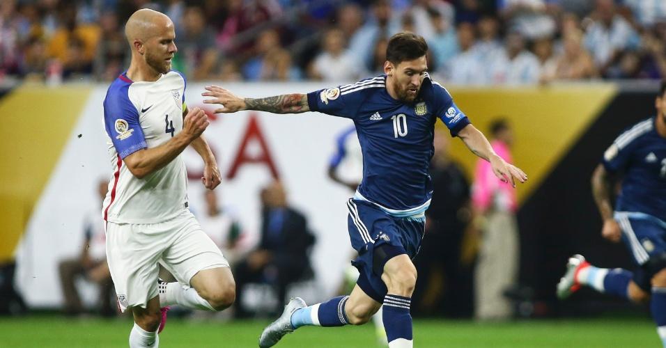 Messi em ação na partida contra os Estados Unidos, na semifinal da Copa América