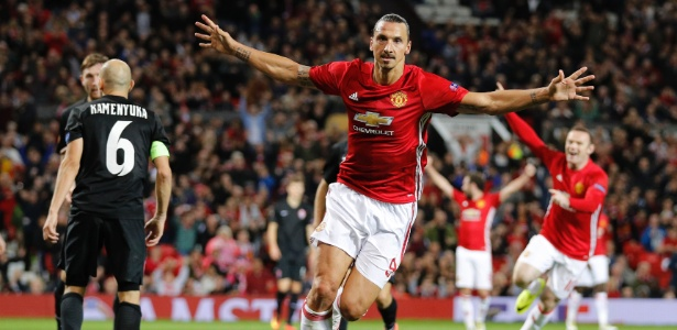 Ibrahimovic comemora o gol do Manchester United