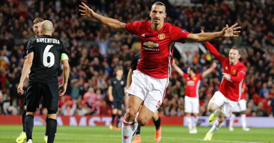 Ibrahimovic comemora gol do Manchester United contra o Zorya na Liga Europa
