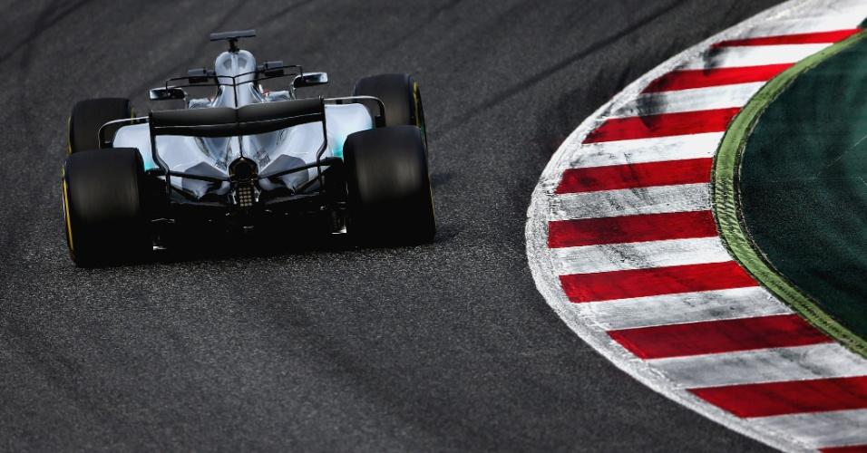 Valtteri Bottas completou uma simulação de corrida completa pela Mercedes no segundo dia de testes