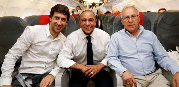 Roberto Carlos e Raúl acompanham delegação do Real Madrid para Cardiff