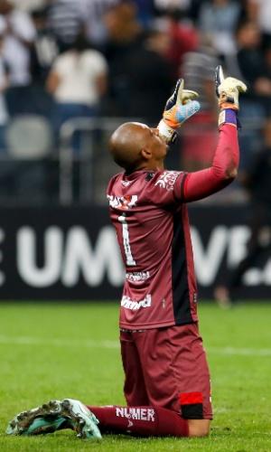Goleiro Marcos em ação na partida entre Corinthians e Atlético-GO 39bab69e3cd19