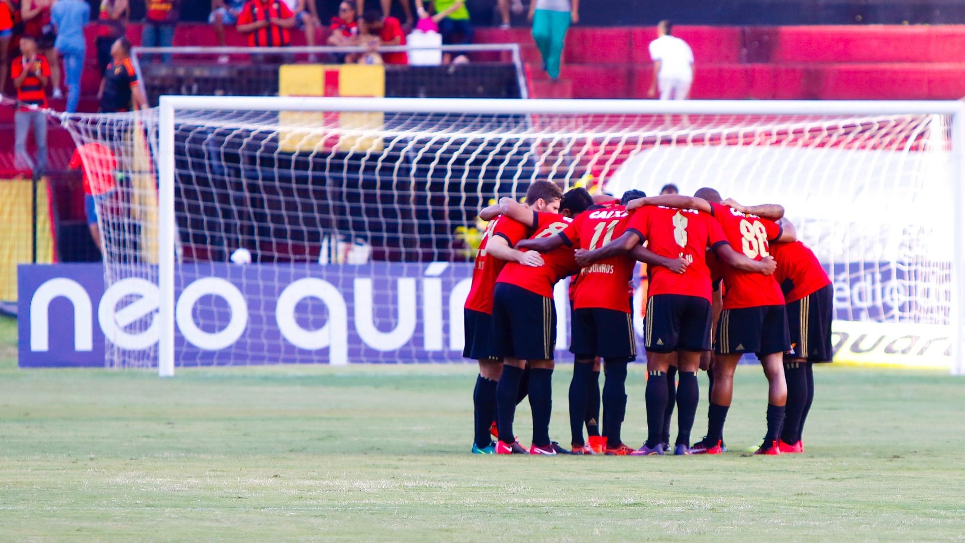 Jogadores do Sport se reúnem antes de jogo contra o Bahia